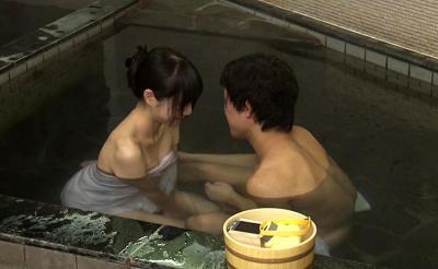 巨乳おっぱいのお姉ちゃんが混浴温泉で弟と二人っきりw仲良くハメハメ始まっちゃったw