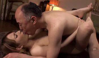 超絶美人ハーフ美女がおじいちゃんと介護セックスwww水を弾く若々しい巨乳とだいしゅきホールド正常位www