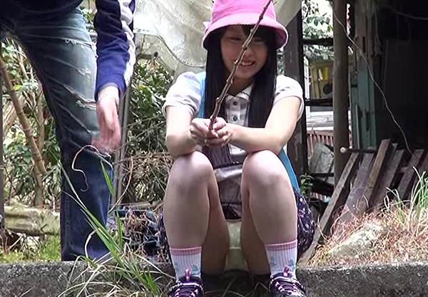 幼い身体を野外でレイプ!無抵抗な幼女を襲う鬼畜プレイ!