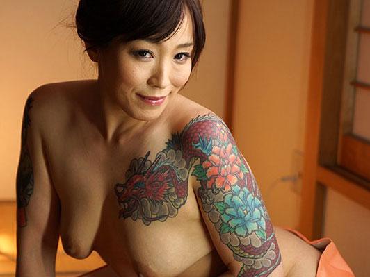 美乳な極妻お姉さんが四十路でAV女優デビューw刺青が怖いw