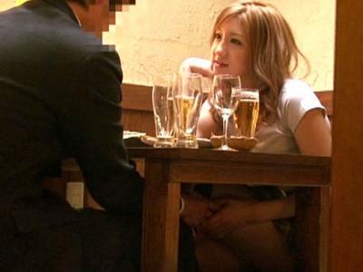 《変態カップル》『声出しちゃダメだよ♡』着衣で酔いどれイキw巨尻バックで大量射精w