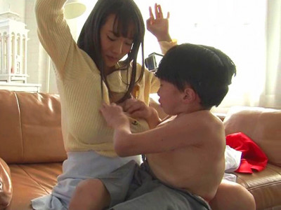 【爆乳美少女×子供】『坊や、おっぱいが好きなの♥??』超乳なAV女優が子供とw