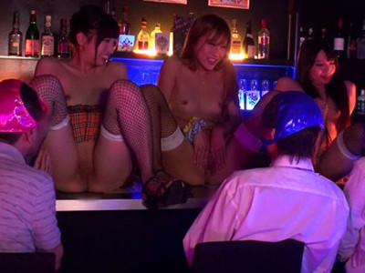 《ギャル痴女》『おチンチン欲しいなぁ・・・♡』パイパンロリまんこ露出なギャル美少女店員!