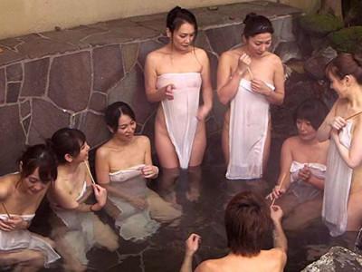 《盗撮》熟女な爆乳おばさんと温泉混浴企画のヤバイやつ!