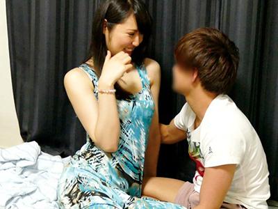 美乳おっぱいお姉さんが発情して即ハメ熟女セックス撮影
