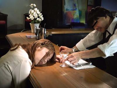 【媚薬】美人な素人お姉さんに薬を盛って昏睡させて強姦なヤバイやつw