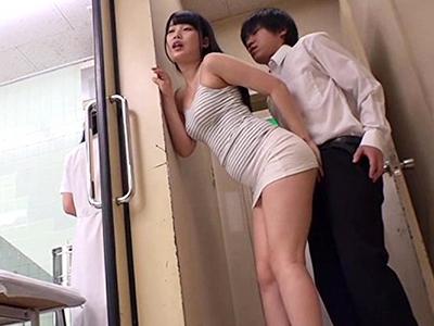 【即ハメ企画】『ムラムラしちゃうのぉ〜♡今すぐ挿れてぇ♡』美少女と病院でセックスw痴女的に誘惑して着衣性交