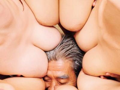 【老人が爆乳お姉さんのハーレム】『ここは天国かのぅ?』余命宣告されたおじいちゃんが超乳お姉さんと乱交な企画がぐうシコw
