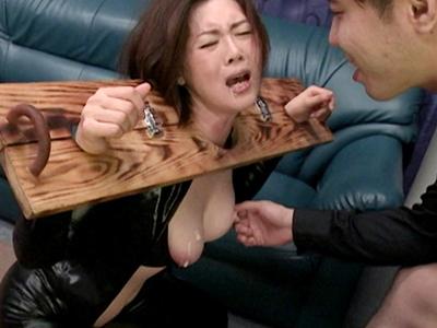 【性的拷問】『やめろぉお!!離せぇええ!!』爆乳ヒロインが的に拘束されてレイプ されちゃうドラマがヤバイやつw